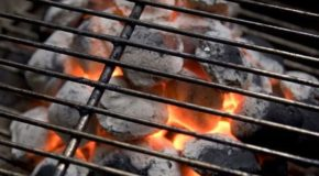 Charcoal Grilling Simply Tastes Better Than Gas… Here's Why